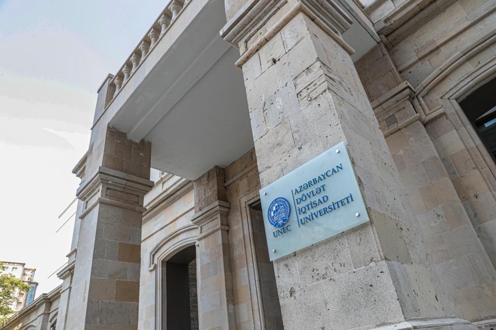 Президент Ильхам Алиев и Первая леди Мехрибан Алиева приняли участие в мероприятии по сдаче в пользование заново отстроенного учебного корпуса UNEC