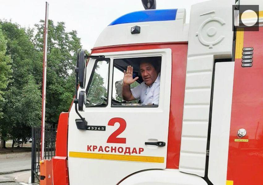 Азербайджанский герой из Краснодара награжден за спасение таксиста из горящего автомобиля