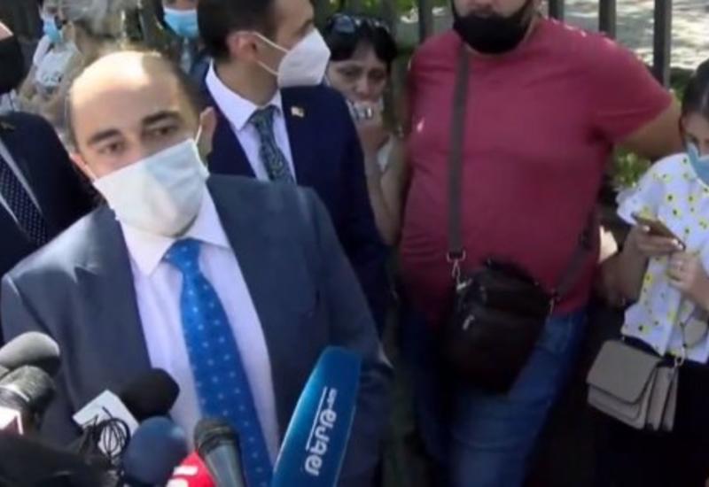 Армяне протестуют возле парламента