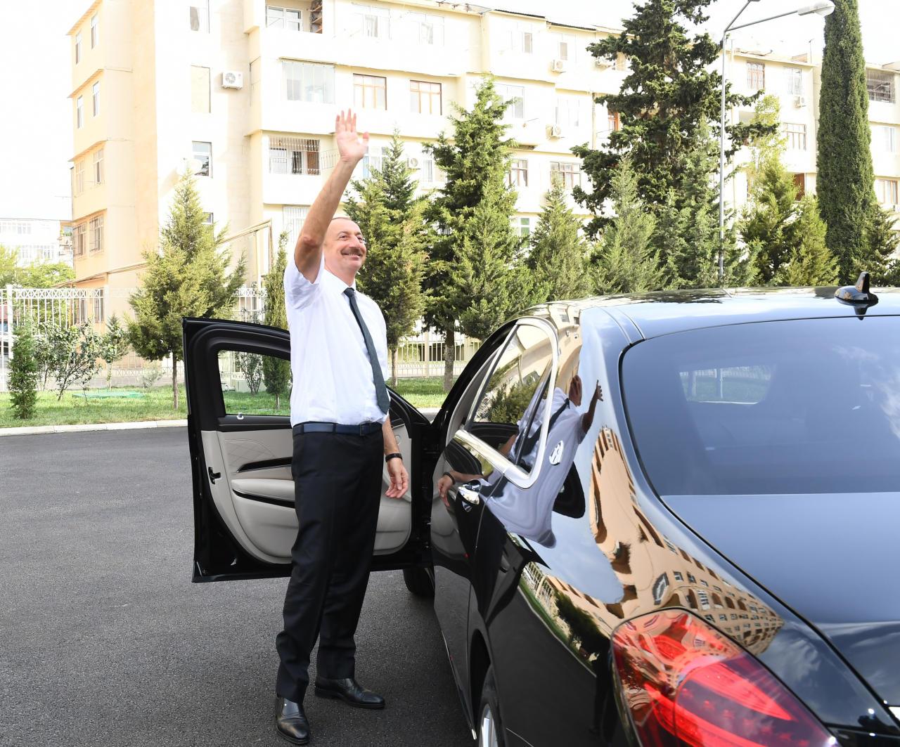 Бакинцы тепло приветствовали Президента Ильхама Алиева
