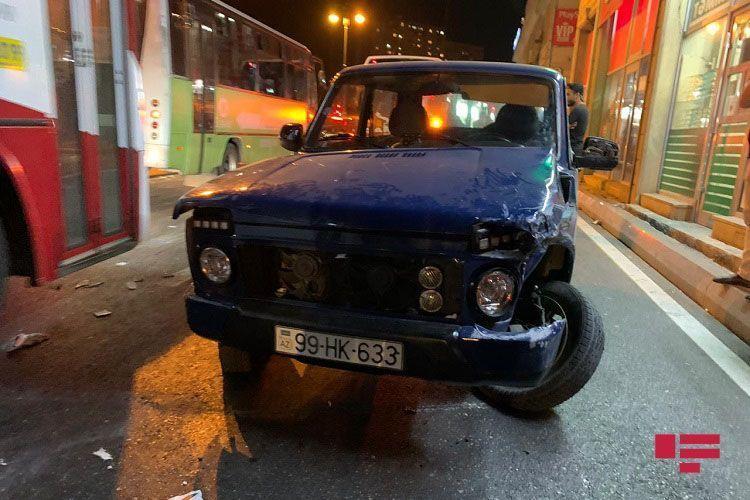В Баку автобус попал в ДТП