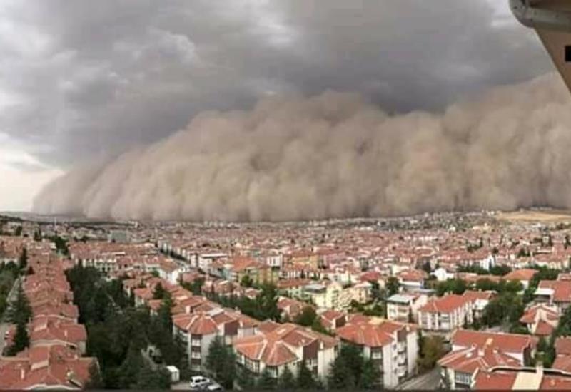 На провинцию Анкара в Турции обрушился мощный ураган