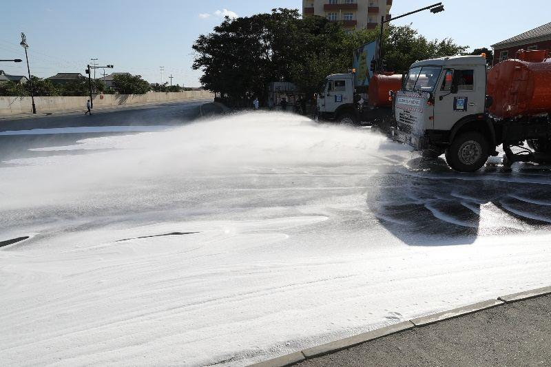 В Баку на 552 улицах провели усиленную дезинфекцию