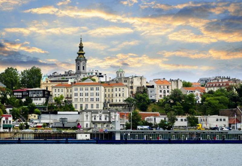 В Белграде взорвался внедорожник, два человека получили ранения