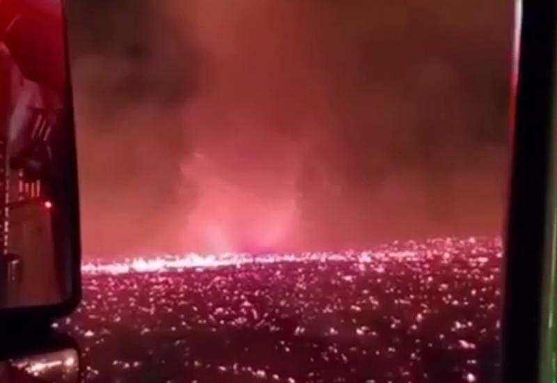 Разрушительный огненный смерч в США попал на камеры