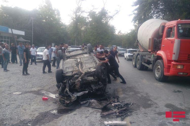 В Хачмазе перевернулся автомобиль, есть пострадавший