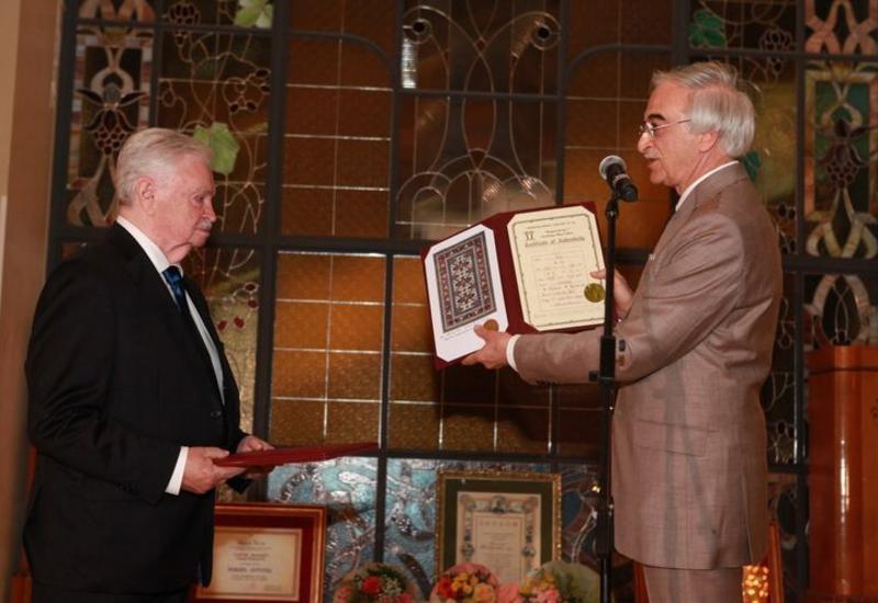 Российскому писателю Альберту Лиханову вручили орден «Достлуг»