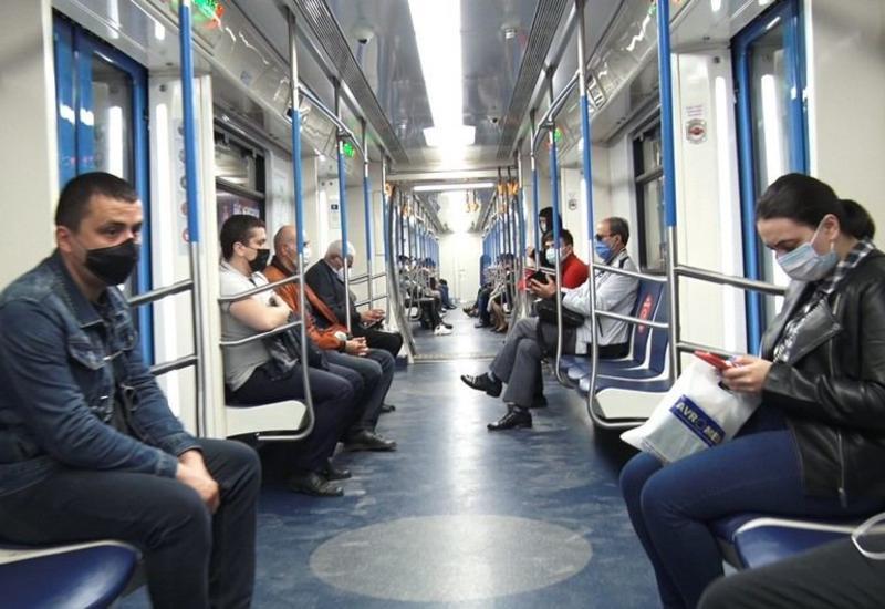 В бакинском метро строго контролируется соблюдение социальной дистанции