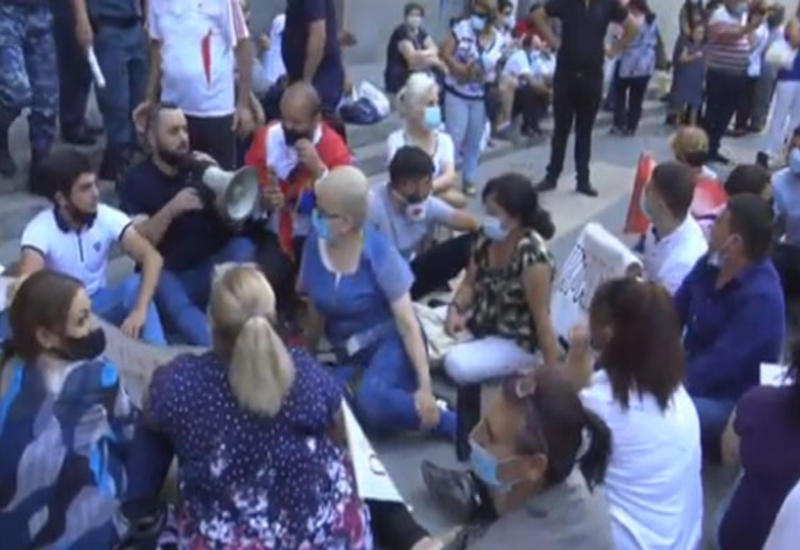 Армяне пытаются любой ценой сбежать в Россию