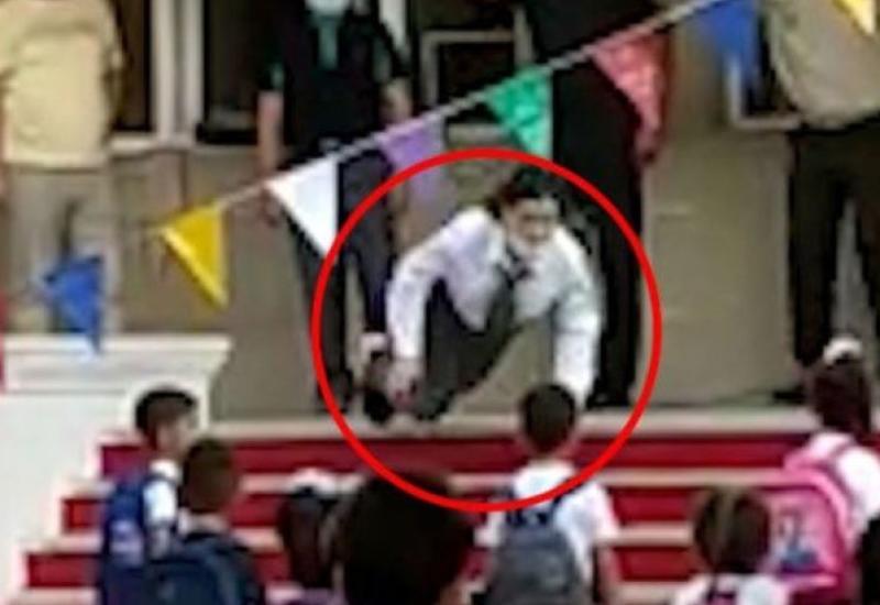 В Азербайджане девушка упала в обморок во время гимна