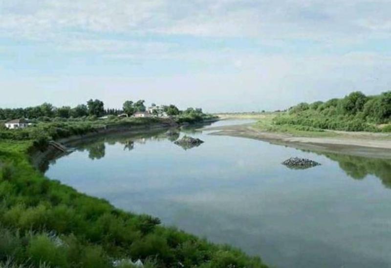 В Куре вновь упал уровень воды