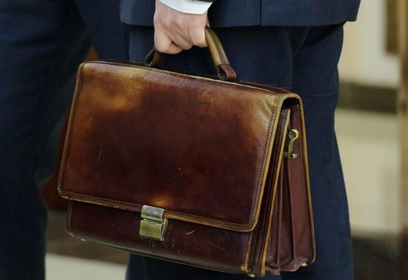 В Азербайджане уволены директор и замдиректора Института физики за коррупцию