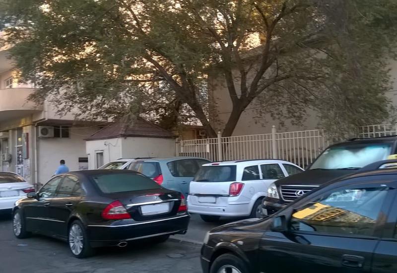 В Баку продолжаются мероприятия по борьбе с незаконной парковкой
