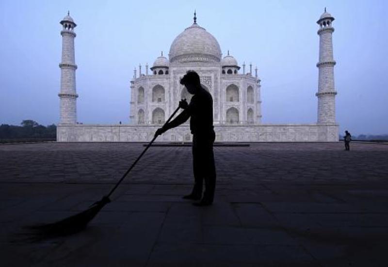 Тадж-Махал открылся после полугодового перерыва