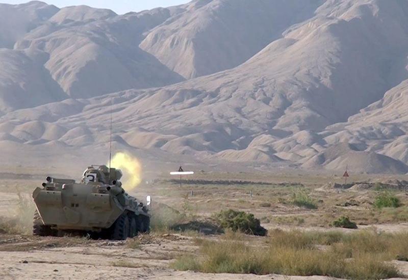Азербайджанские экипажи бронетехники совершенствуют боевые навыки