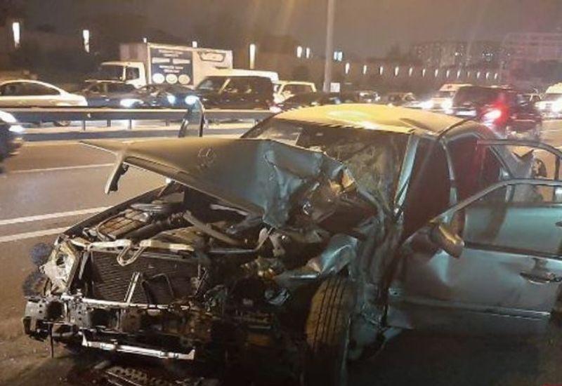 Страшная авария в Баку: труп водителя выбросило из автомобиля