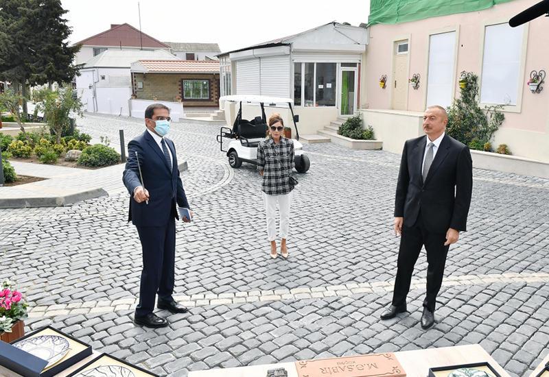 Президент Ильхам Алиев и Первая леди Мехрибан Алиева ознакомились с работами по благоустройству в поселке Балаханы