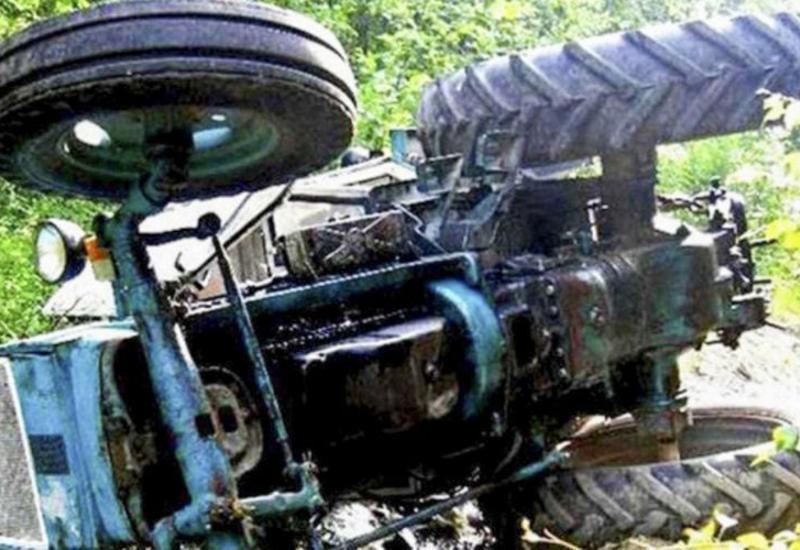 В Билясуваре Mercedes столкнулся с трактором, есть пострадавшие