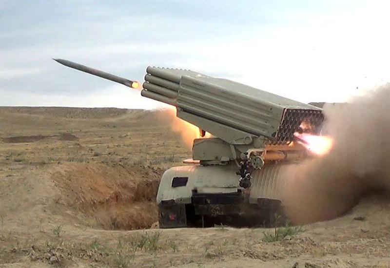 Артиллерийские подразделения азербайджанской армии провели учения