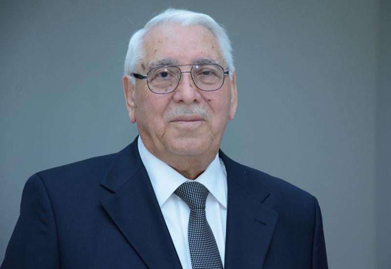 Профессору UNEC Али Гасанову предоставлена персональная пенсия Президента Азербайджана