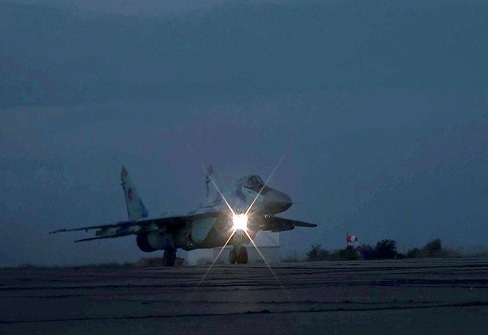 Азербайджанская авиация отрабатывает ночные бои