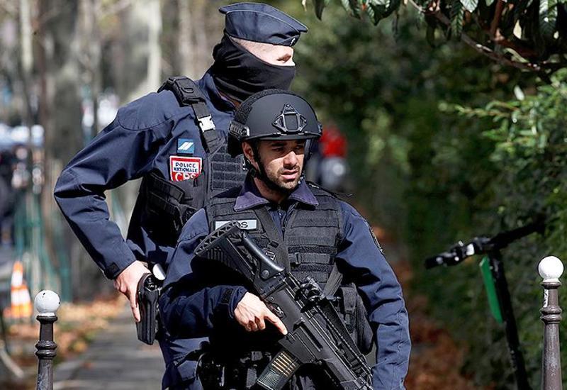 Подозреваемый в атаке на людей в Париже задержан