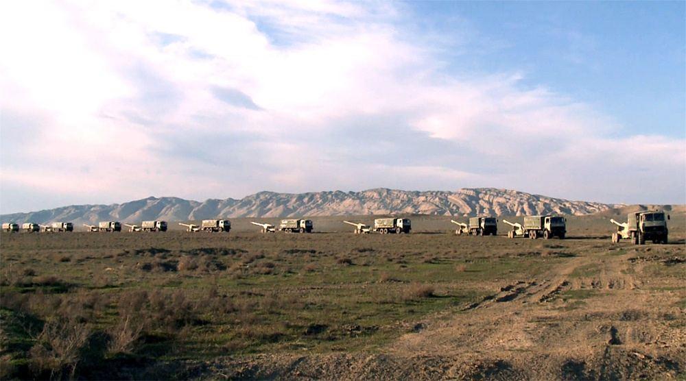 Азербайджанские танки и артиллерия заняли огневые позиции