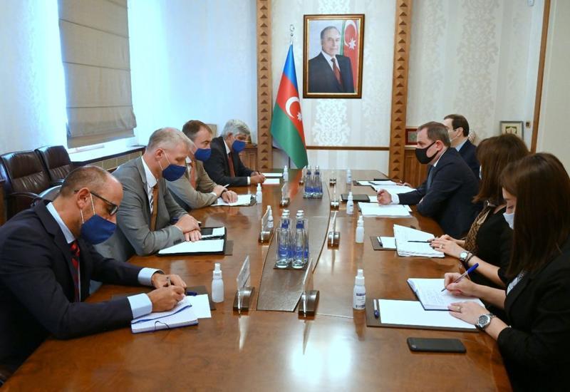 Джейхун Байрамов на переговорах со спецпредставителем ЕС по Южному Кавказу