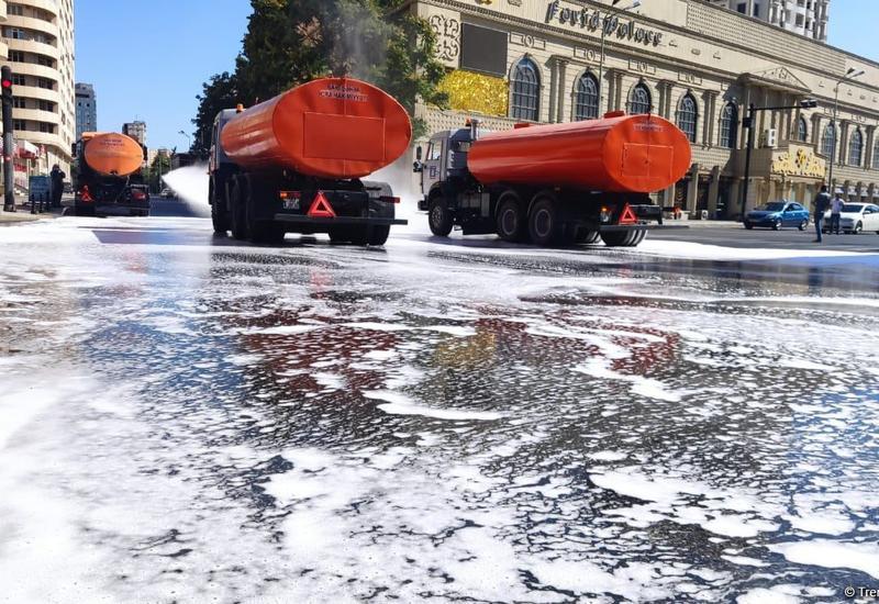 На бакинских улицах и проспектах провели усиленную дезинфекцию