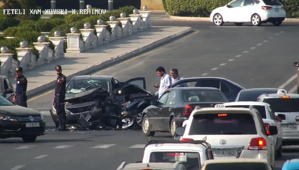 ДТП в центре Баку привело к пробке