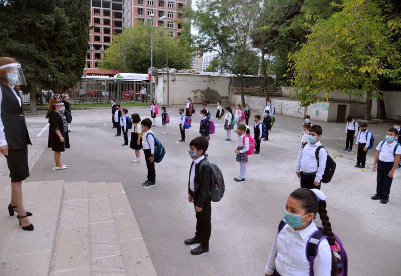 Посещаемость очных занятий в школах Баку составила 85-90%
