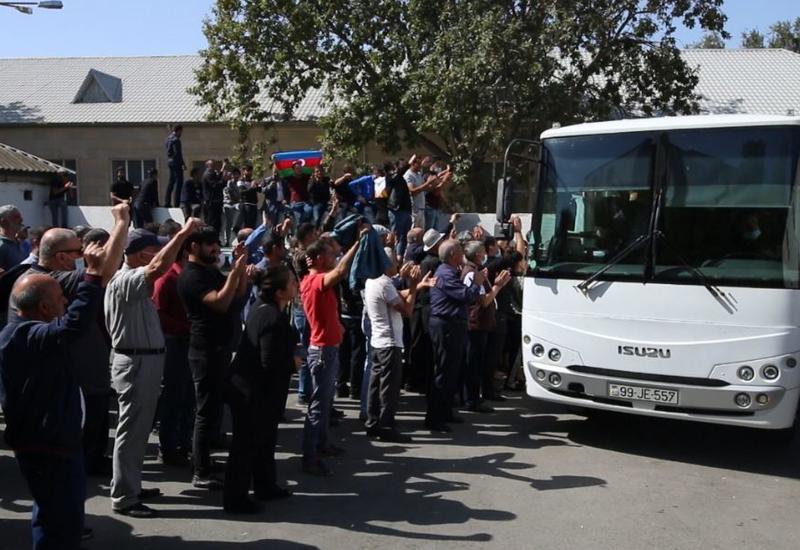 В Азербайджане начались проводы военнообязанных в рамках мобилизации
