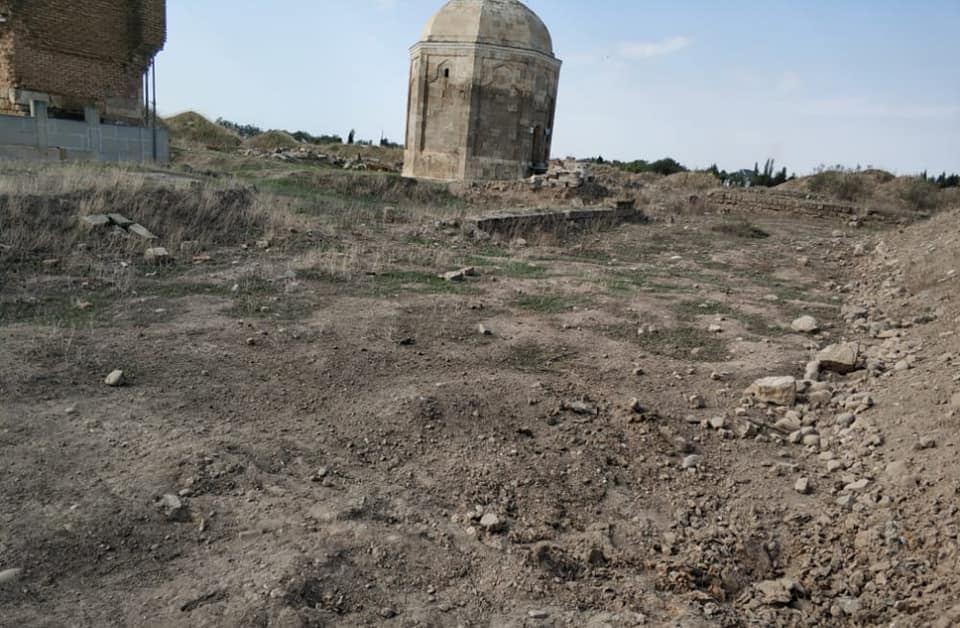 В результате армянского обстрела поврежден мавзолей Шейха Бабы в Физулинском районе