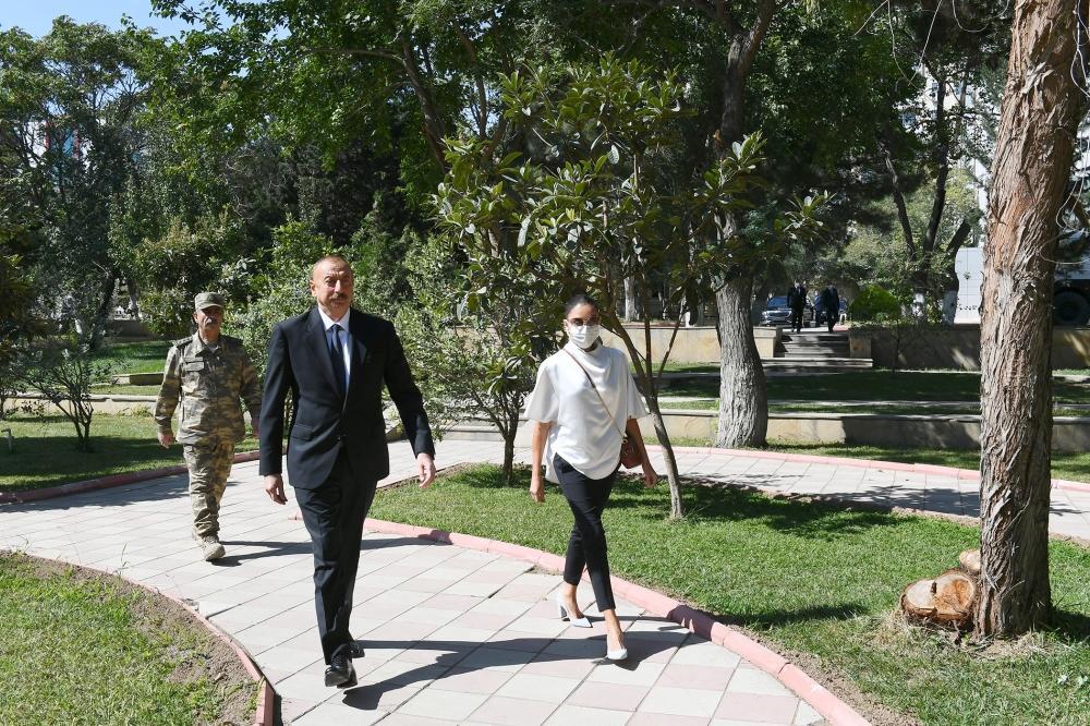 Президент Ильхам Алиев и Первая леди Мехрибан Алиева встретились с ранеными военнослужащими, проходящими лечение в Центральном военном клиническом госпитале Министерства обороны
