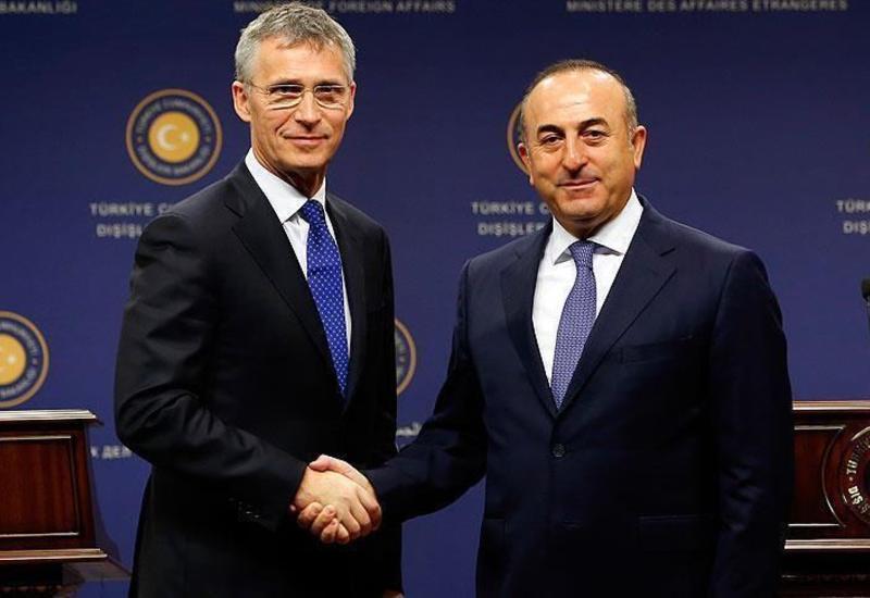 Мевлют Чавушоглу обсудил с генсеком НАТО бои в Карабахе
