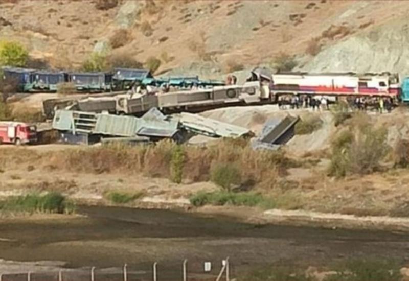 В Турции столкнулись поезда, есть жертвы
