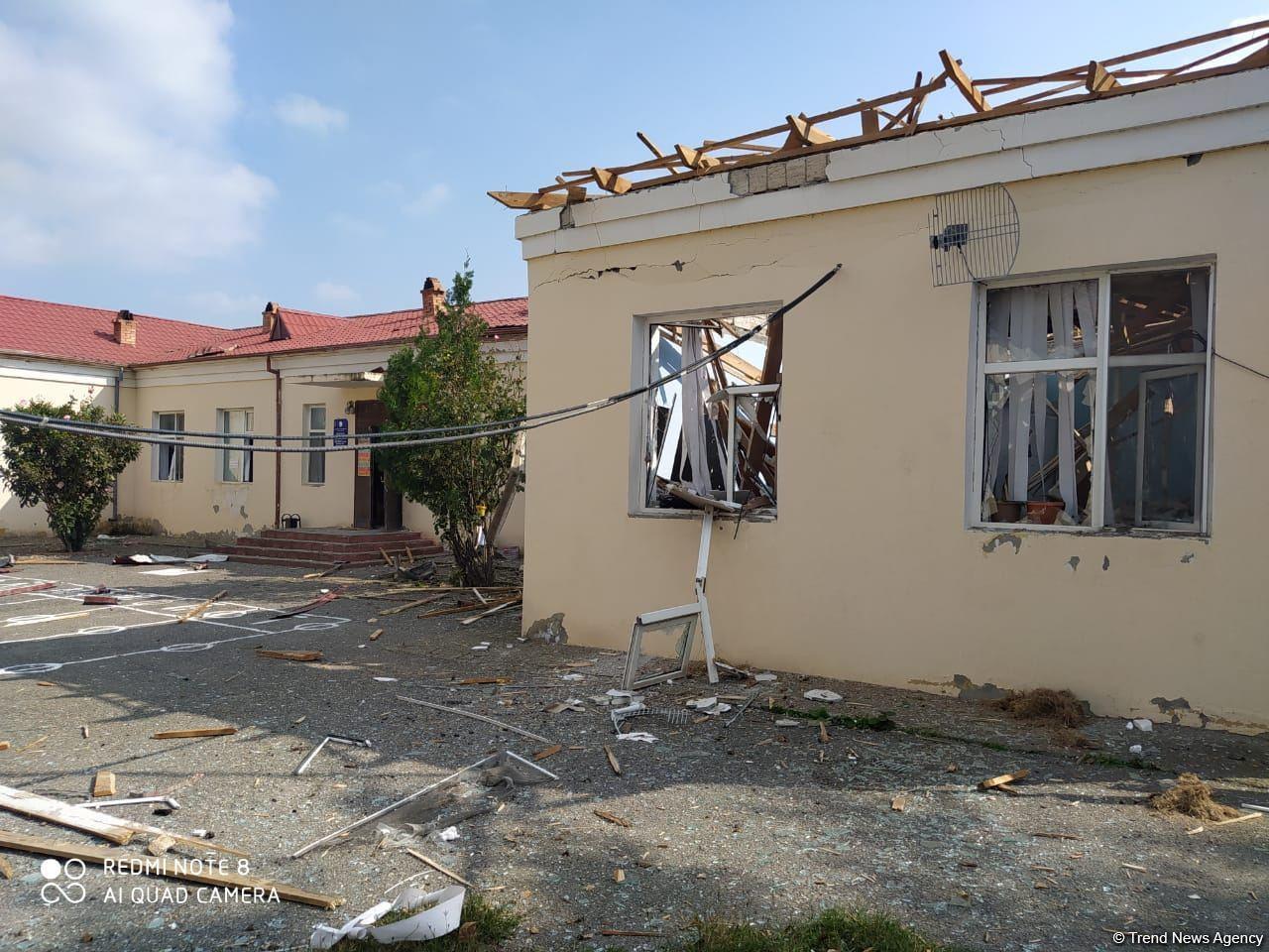 Последствия разрушенной армянским обстрелом школы в Тертере