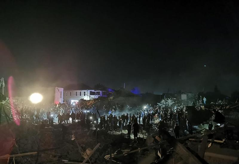 В Гяндже продолжается поисково-спасательная операция