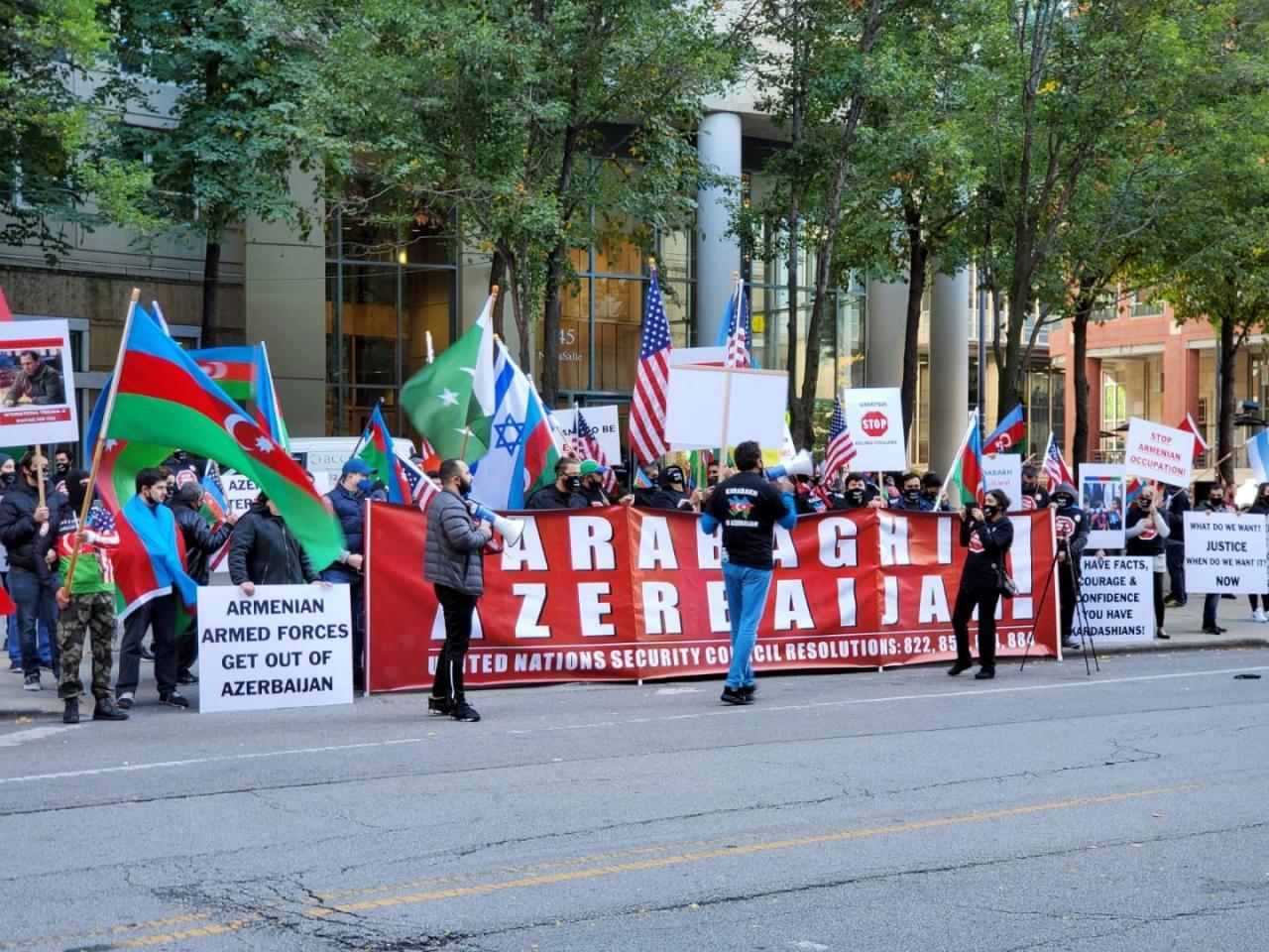 В Чикаго прошла акция протеста из-за армянского обстрела Гянджи