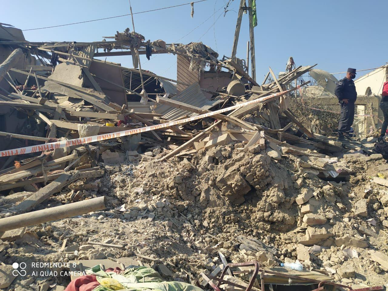 Ermənilərin Gəncəni raket atəşinə tutması nəticəsində 20 ev tam dağılıb