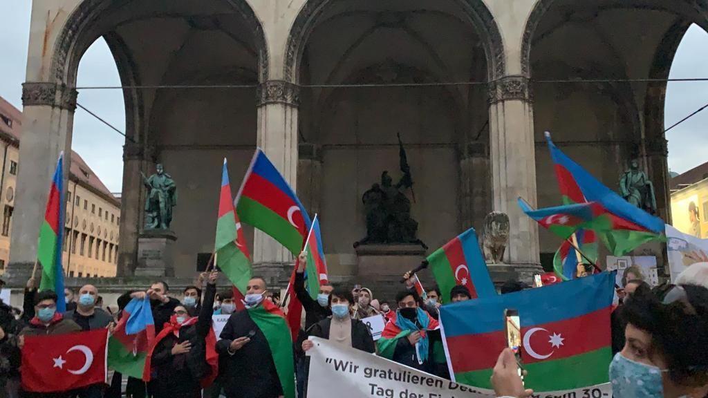 Azərbaycanlılar Münhendə etiraz aksiyası keçirib