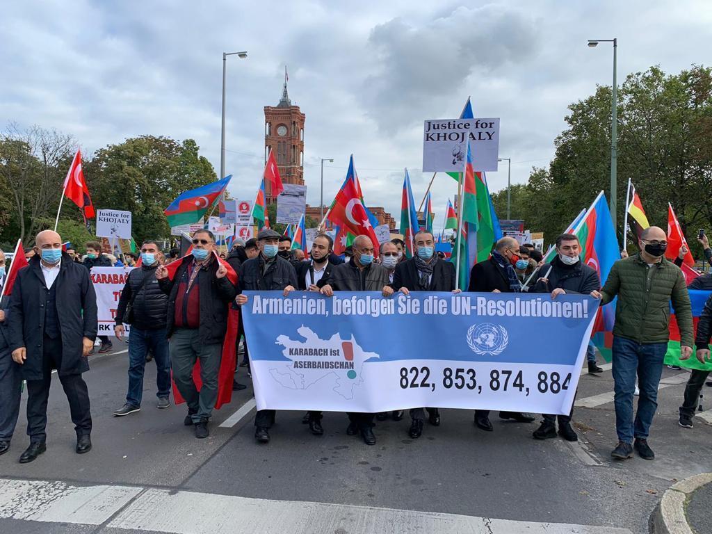 Almaniya azərbaycanlıları ayağa qalxdı