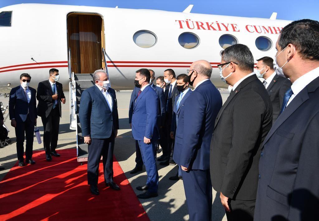Мустафа Шентоп прибыл с официальным визитом в Азербайджан