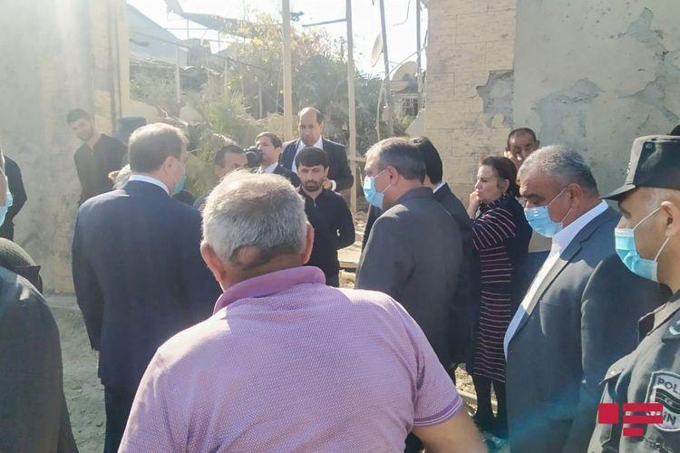 Глава ИВ Гянджи встретился с жителями домов, разрушенных в результате армянского обстрела
