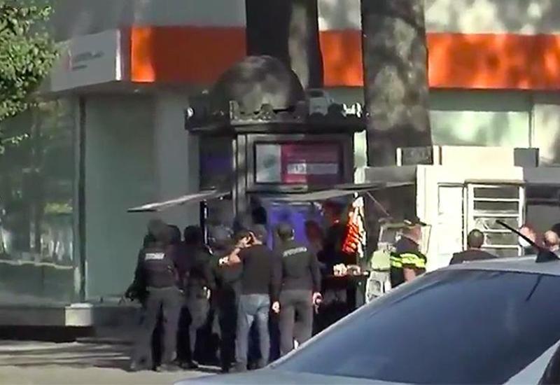 Опубликованы кадры захвата заложников в грузинском банке