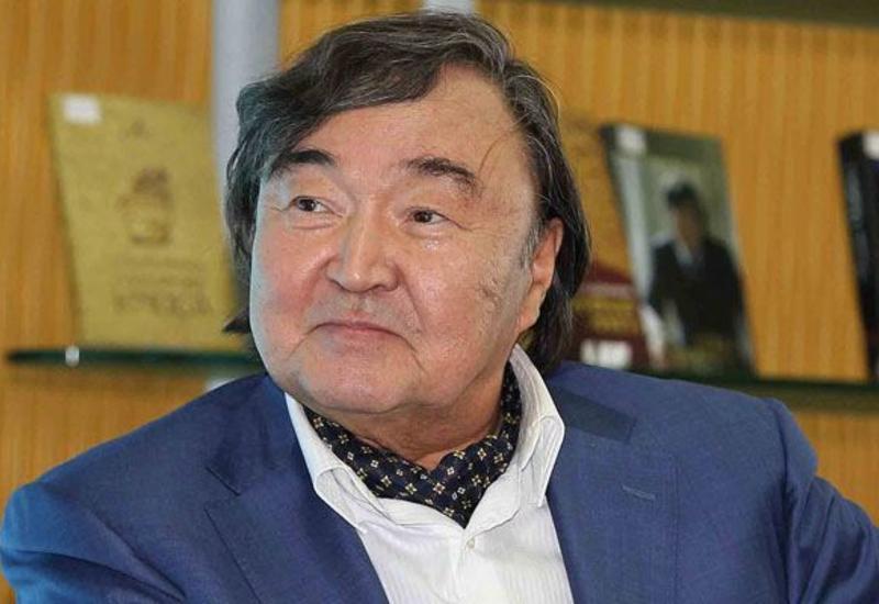 """Oljas Süleymenov """"Şərəf"""" ordeni ilə təltif edilib"""