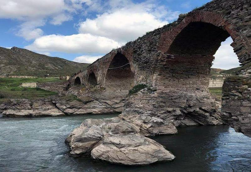 Армяне разграбили более 700 памятников на оккупированных землях Азербайджана