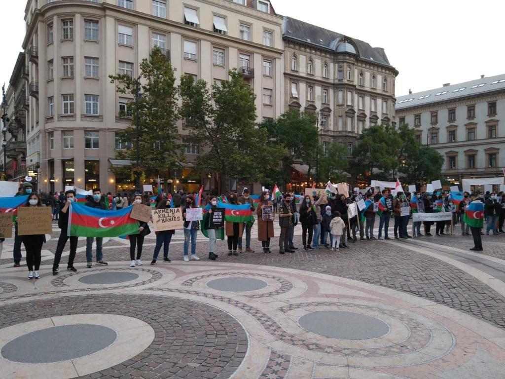 В Венгрии прошла акция против армянского фашизма в Гяндже