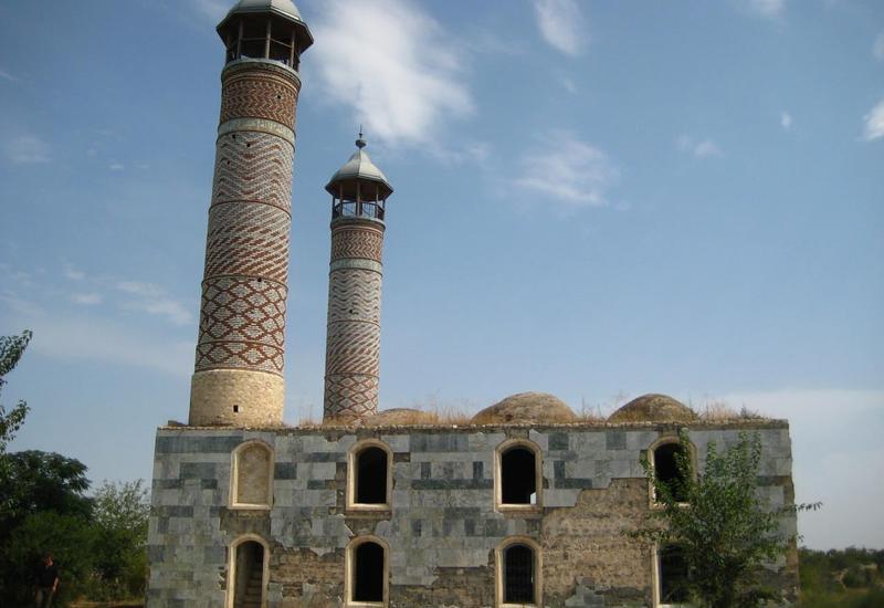 Армения специально уничтожила памятники и кладбища в оккупированном Карабахе