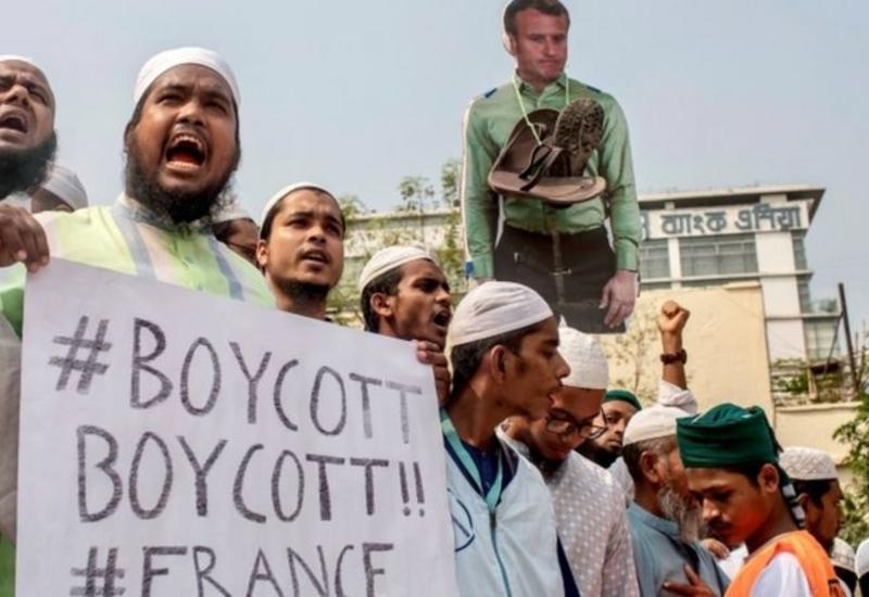 Десятки тысяч человек вышли на антифранцузскую демонстрацию в Бангладеш